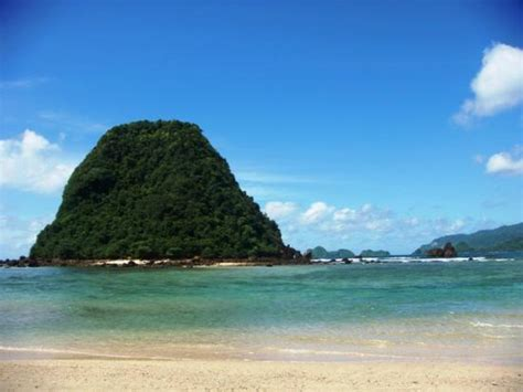 Red Island or Pulau Merah Tour   enjoy the beauty red