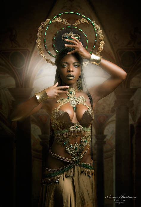 Dark Art Photoshooting with african gothic model Theresa