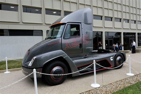 Tesla Semi competition with 140 kWh battery emerges before