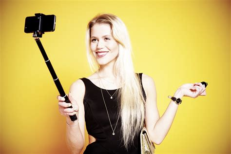 Rollei launches four (yes, four) new selfie sticks