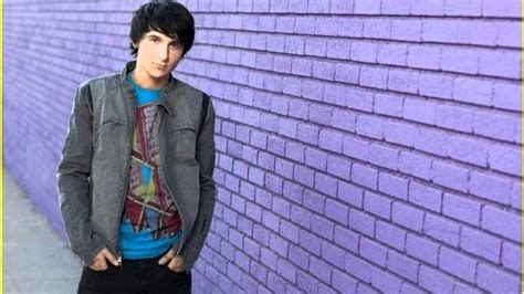 Theme Song of ''Pair of Kings'' MITCHEL MUSSO ft